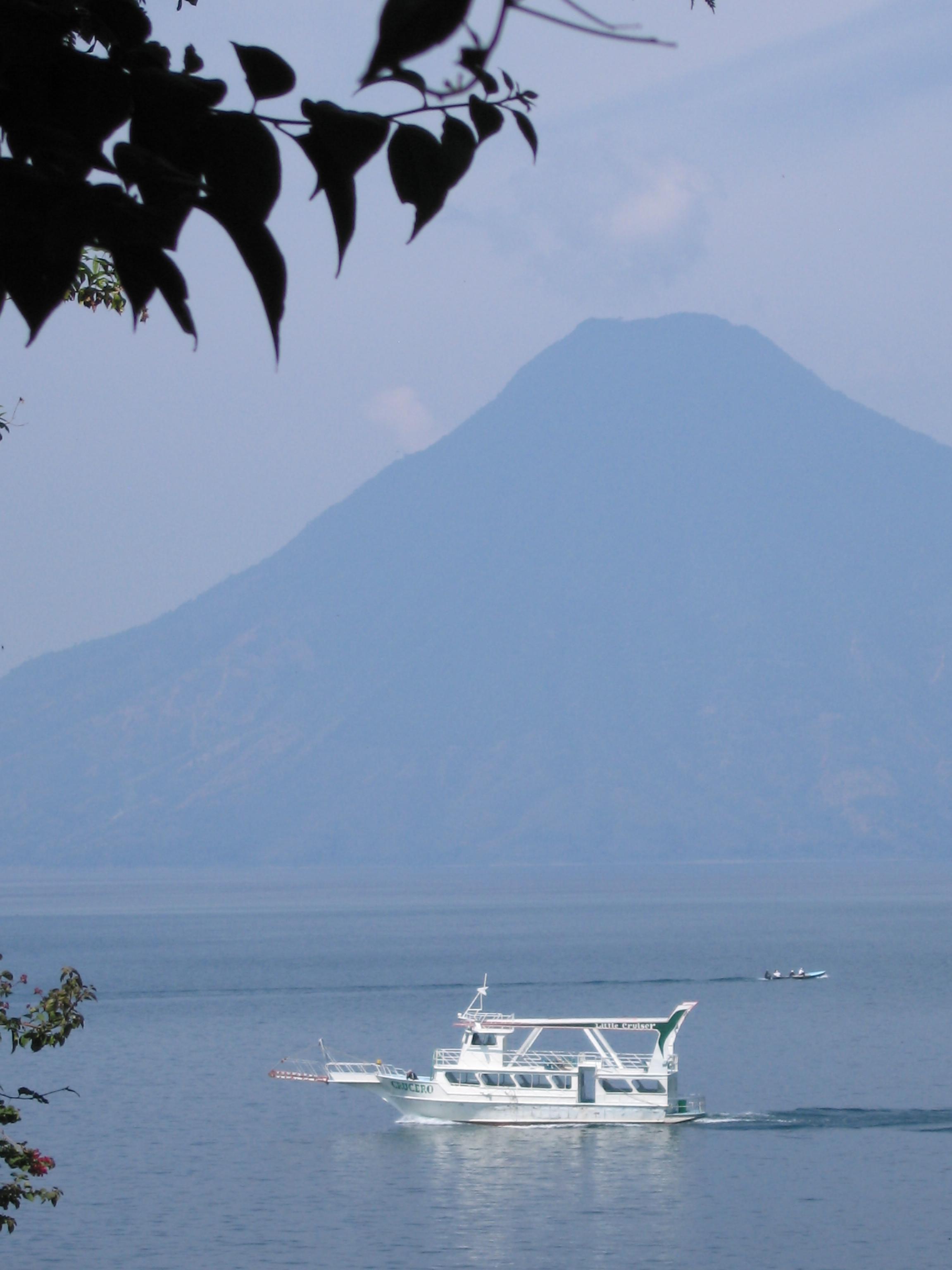 Lago Atitlan volcan San Pedro