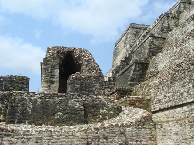 auf den Tempeln von Altun Ha