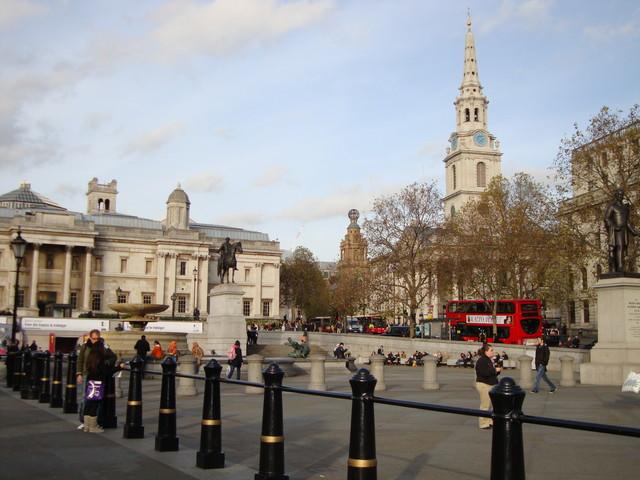 Trafalgar Square mit St. Martin in the fields