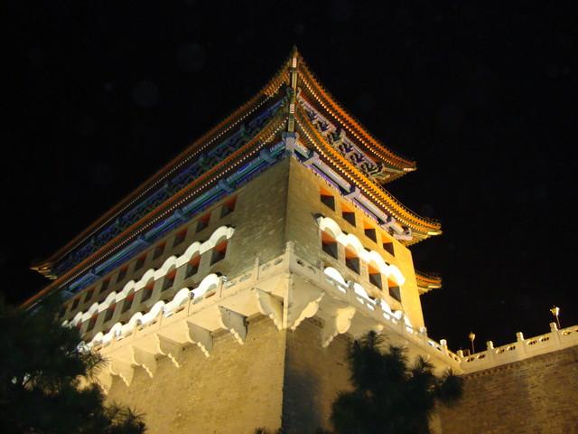 Peking alter Wachtturm bei Nacht