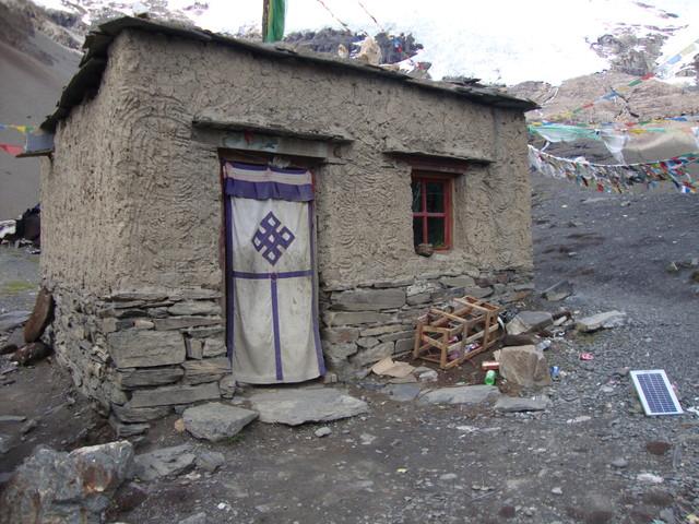 tibetisches Wohnhaus am Pass