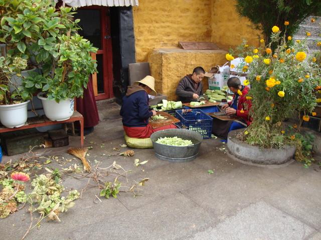 Essensvorbereitung im Nonnenkloster