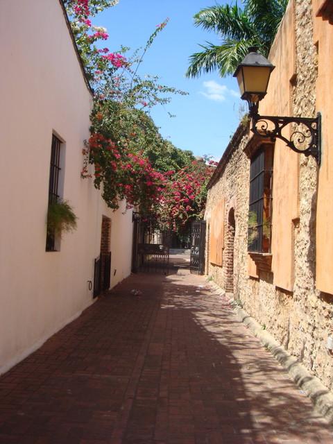 historische Gassen in Santo Domingo - Eingang zum Kloster