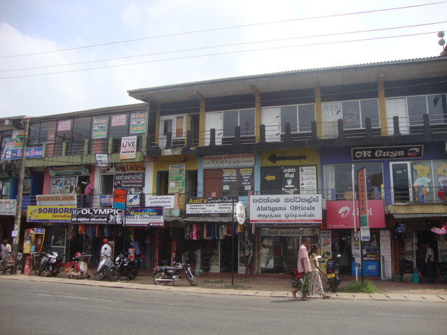 Ladenzeile in Aluthgama