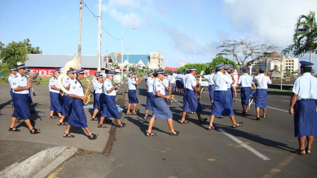 Polizeiparade zum Fahnenhissen am Regierungspalast