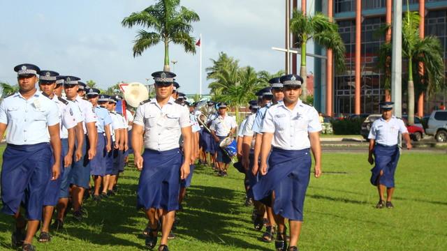 Apia morgendliche Polizeiparade zum Regierungspalast
