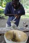 Kavaproduktion Schritt 2: Zermalmen zu Brei