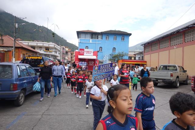Schulfest in Banos