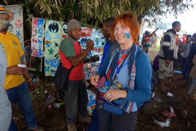 Gesichtsbemalung vor dem Gorokafestival