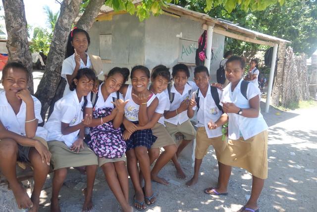 Schülerinnen in Südtarawa