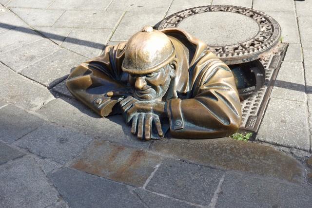 Bratislava, Skulptur der Gaffer