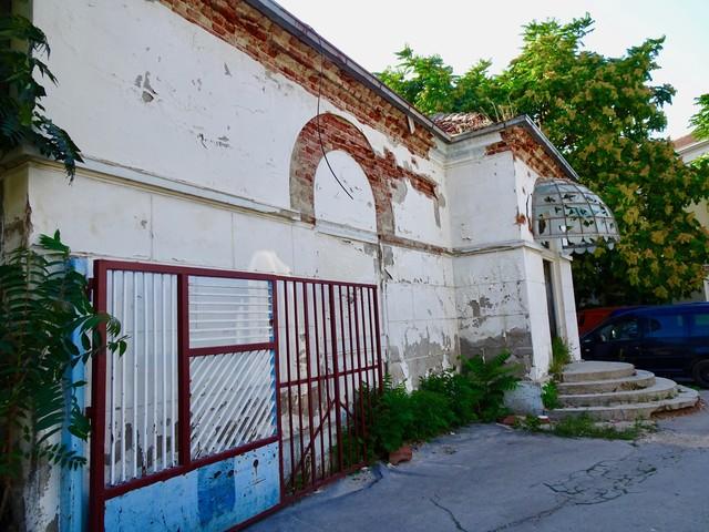 schöne verfallende Häuser in Pristina
