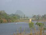Algenfischer im Nam Son in Vang Vieng