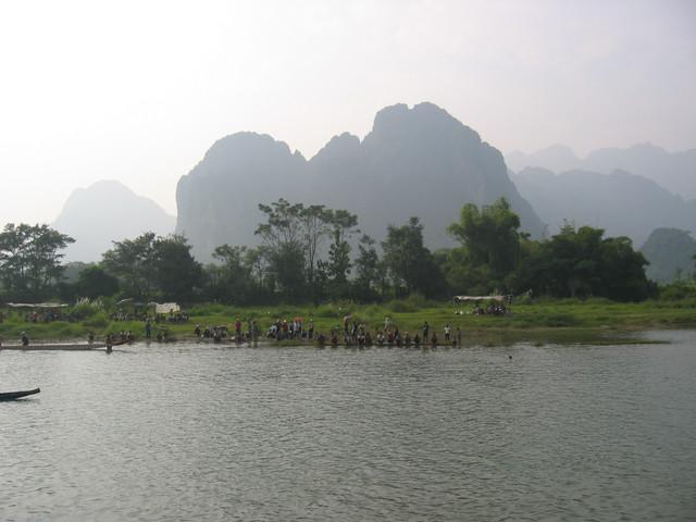 L VV am Fluss